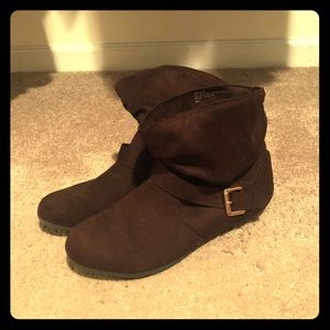 Brown ankle boots. Size 9
